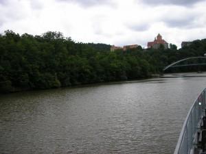 Blížíme se k cíli naší plavby - hrad Veveří