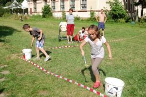 Další soutěž také byla s vodou, ale naštěstí se nemáchaly