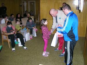 Všechny děti si odnesly diplomy medaile i drobné dárečky