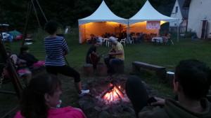 A večer..... pohodička u táboráku