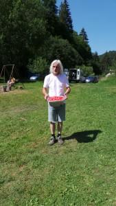A zde již Bart nese dětem osvěžení v podobě nakrájeného studeného melounu